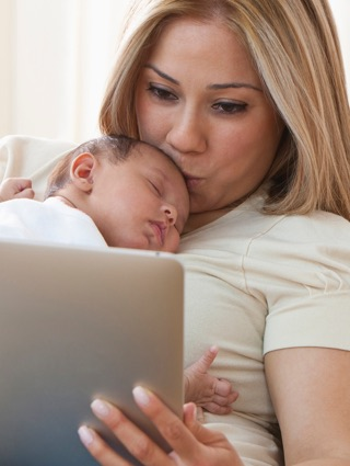 Helpful advice on the most important breastfeeding and newborn care topics.